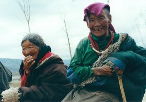 2001 China Aba women waiting for bus