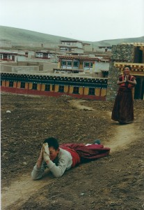 2001 China Aba young monks prostrating